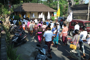 A hindu ceremony on the island of Bali. People are gathering around a temple.